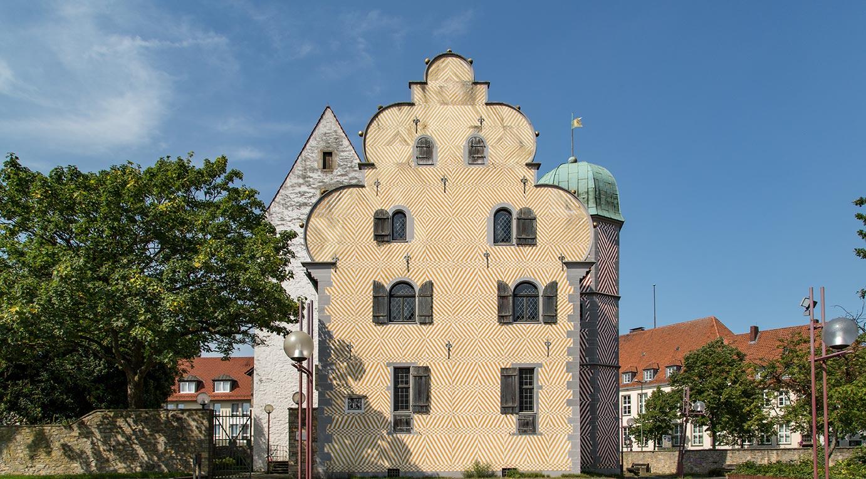 Auf dem Foto sind die Gebäude des Ledenhofs zu sehen.