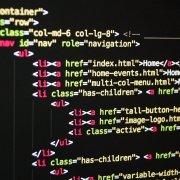 Auf dem Foto ist ein HTML Code zu sehen.